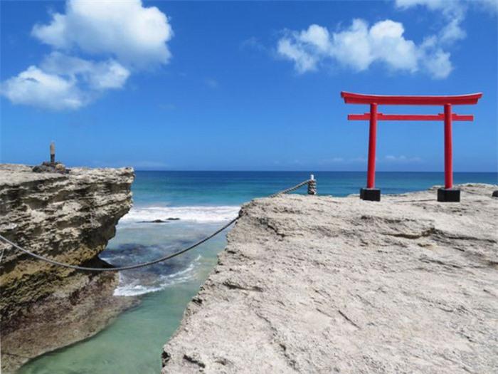 Những cổng trời bí ẩn nổi trên mặt nước ở Nhật Bản 6