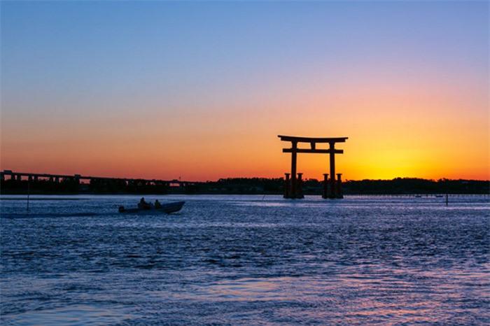 Những cổng trời bí ẩn nổi trên mặt nước ở Nhật Bản 7