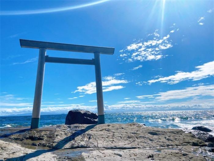 Những cổng trời bí ẩn nổi trên mặt nước ở Nhật Bản 8