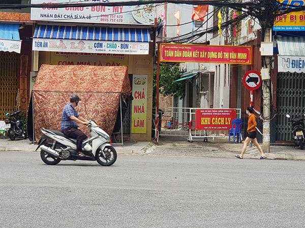 Hiện phường Thuận Phước (quận Hải Châu, Đà Nẵng) vẫn còn một số khu vực đang phải cách ly, phong tỏa để ngăn chặn lây lan dịch COVID-19