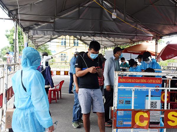 UBND TP Đà Nẵng yêu cầu các chống kiểm soát phòng, chống dịch ở các cửa ngõ ra, vào TP tạo điều kiện cho tổ chức, cá nhân có nhu cầu rời TP lưu thông qua chốt