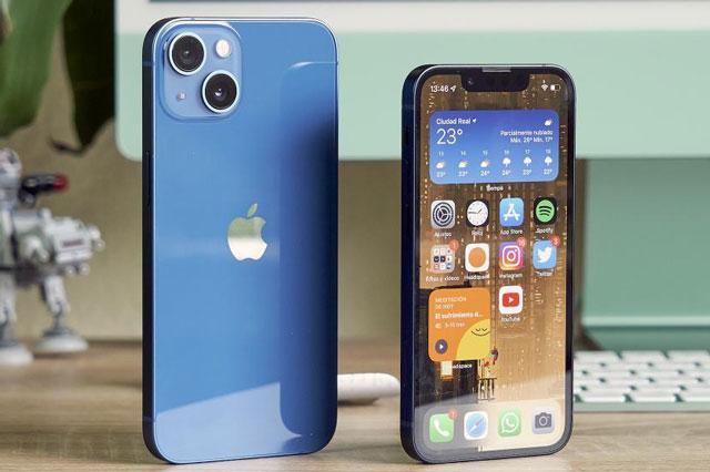 iPhone 13 và iPhone 13 mini.