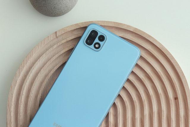 Smartphone 5G Samsung với RAM 6 GB, pin 5.000 mAh, giá gần 9 triệu