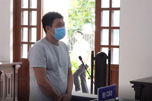 Đối tượng Phan Văn Hòa tại phiên tòa xét xử sơ thẩm. Ảnh: Công Thử - TTXVN