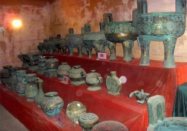 Ngôi mộ kinh hoàng nhất Trung Quốc: Liên quan mật thiết đến Tần Thủy Hoàng, phải mất 10 năm mới đào được quan tài - Ảnh 3.