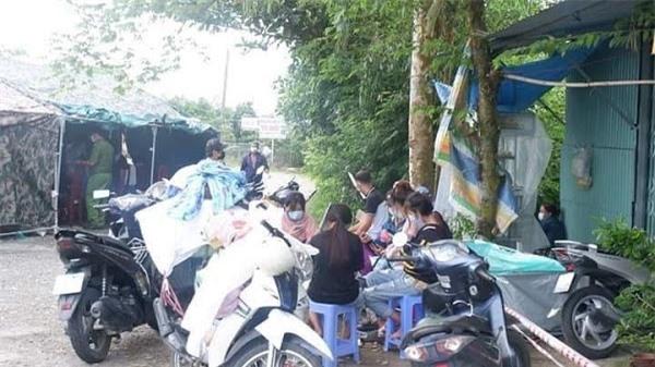 Người dân tự ý đi về bằng xe gắn máy được vận động, tuyên truyền để quay trở lại.