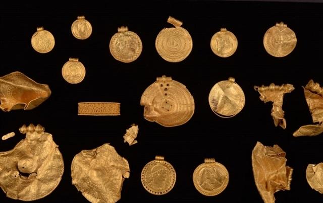 Các hiện vật được tìm thấy trong kho vàng. (Ảnh: Conservation Center Vejle)
