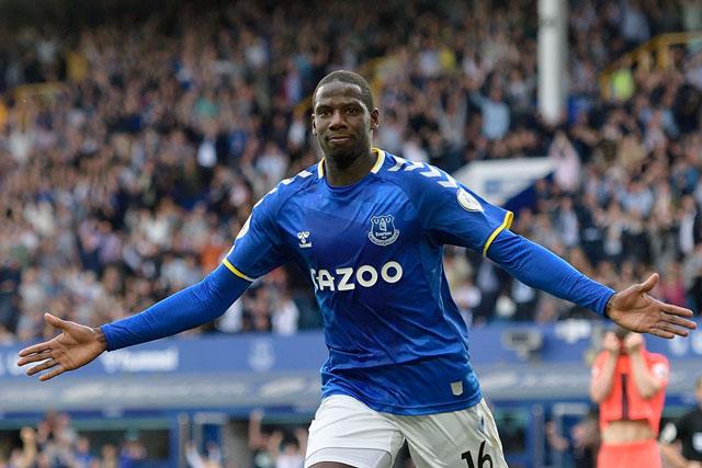 Tiền vệ: Abdoulaye Doucoure (Everton).