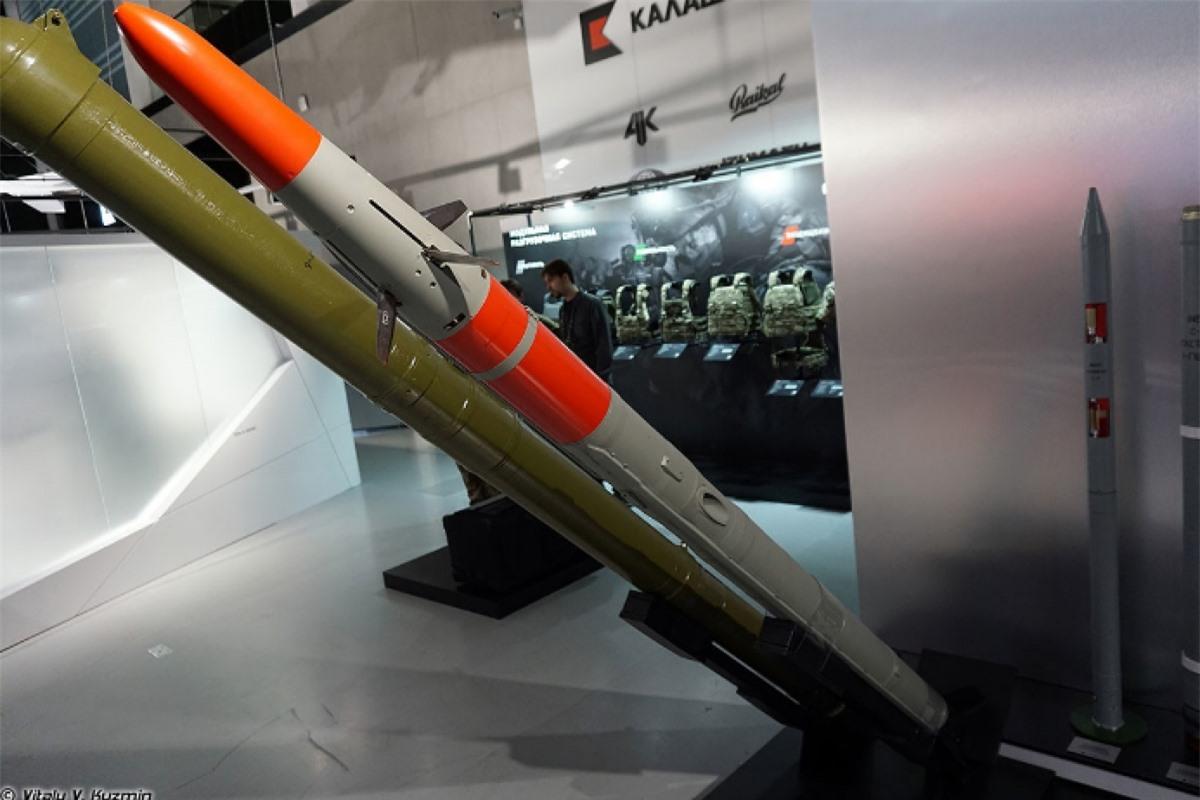 Tên lửa chống tăng Vihr-1 của Nga tại triển lãm triển lãm bên lề Diễn đàn kỹ thuật-quân sự quốc tế Army 2021. Ảnh: Russia Beyond the Headlines