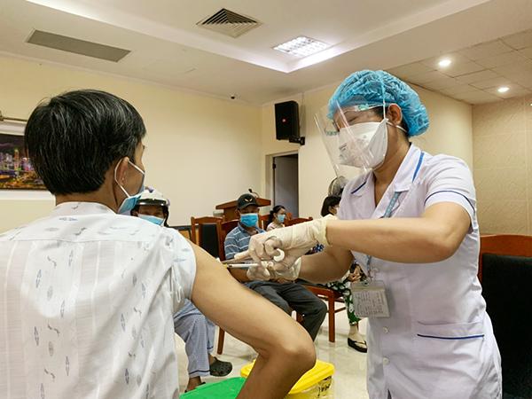Đà Nẵng: Tích hợp dữ liệu tiêm vaccine vào mã QRCode để người dân đến nơi đông người