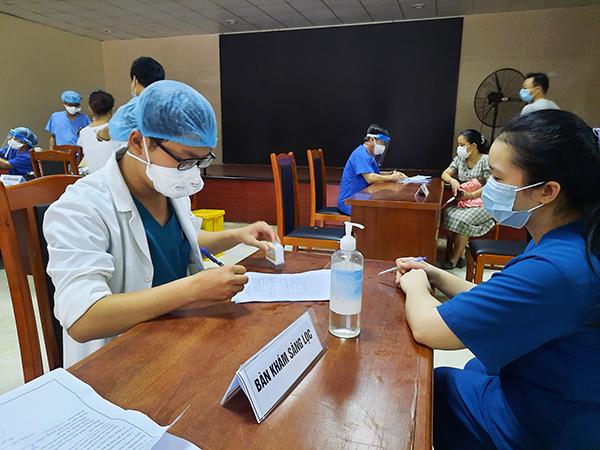 Đà Nẵng: Vì sao số người đã tiêm vaccine phòng COVID-19 lại nhiều hơn lượng vaccine được phân bổ?