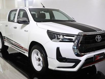 Chiêm ngưỡng Toyota Hilux với gói độ chính hãng cực ngầu