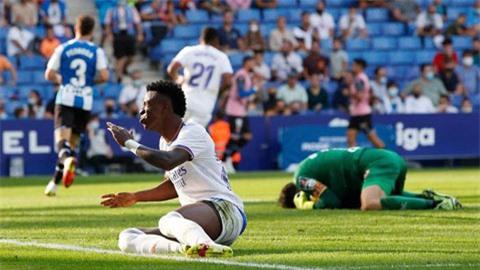 Hàng thủ bất ổn khiến Real Madrid sa sút