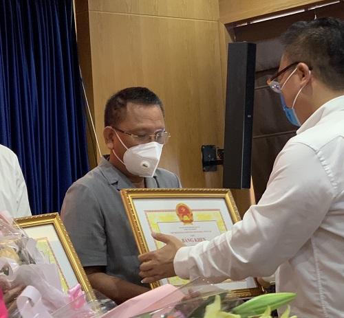 UBND TP Vũng Tàu tuyên dương , ông Hoàng Đức Thảo - Công ty CP Khoa học-Công nghệ Việt Nam (Busadco)