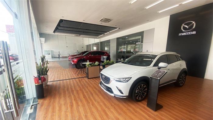 Ô tô giảm giá trăm triệu đồng vẫn vắng người mua 1