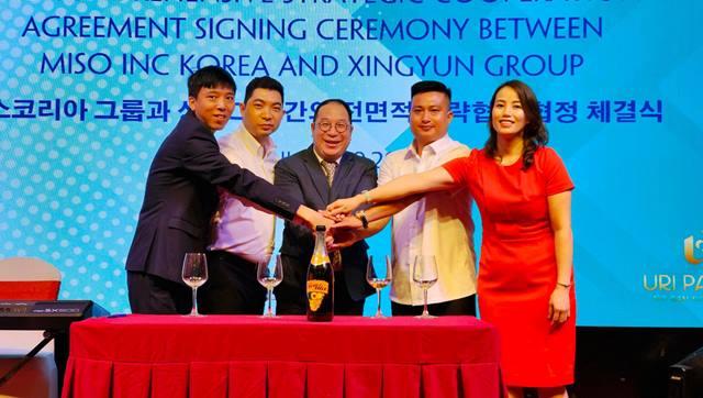 Ảnh: Đại diện Tập đoàn Miso Inc Korea và Tập đoàn Xingyun ký kết hợp tác trong chiến lược toàn diện nhằm xuất khẩu.