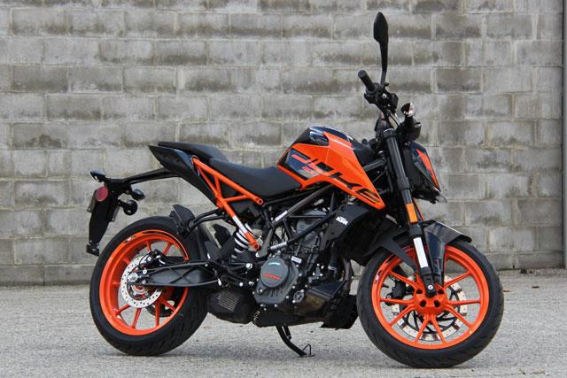 KTM 200 Duke 2021.