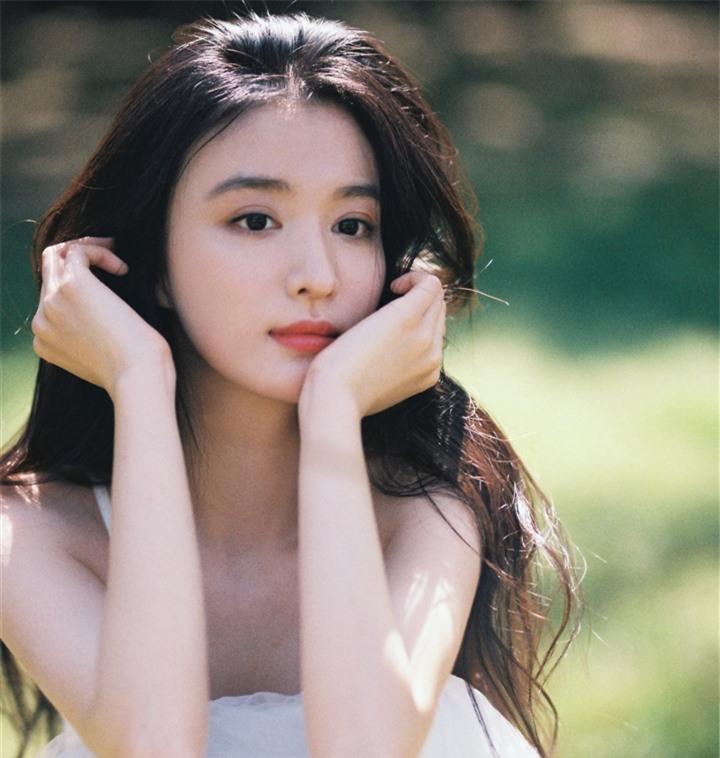 Ngắm nữ diễn viên có nhan sắc, khí chất được so sánh với Lưu Diệc Phi - 12