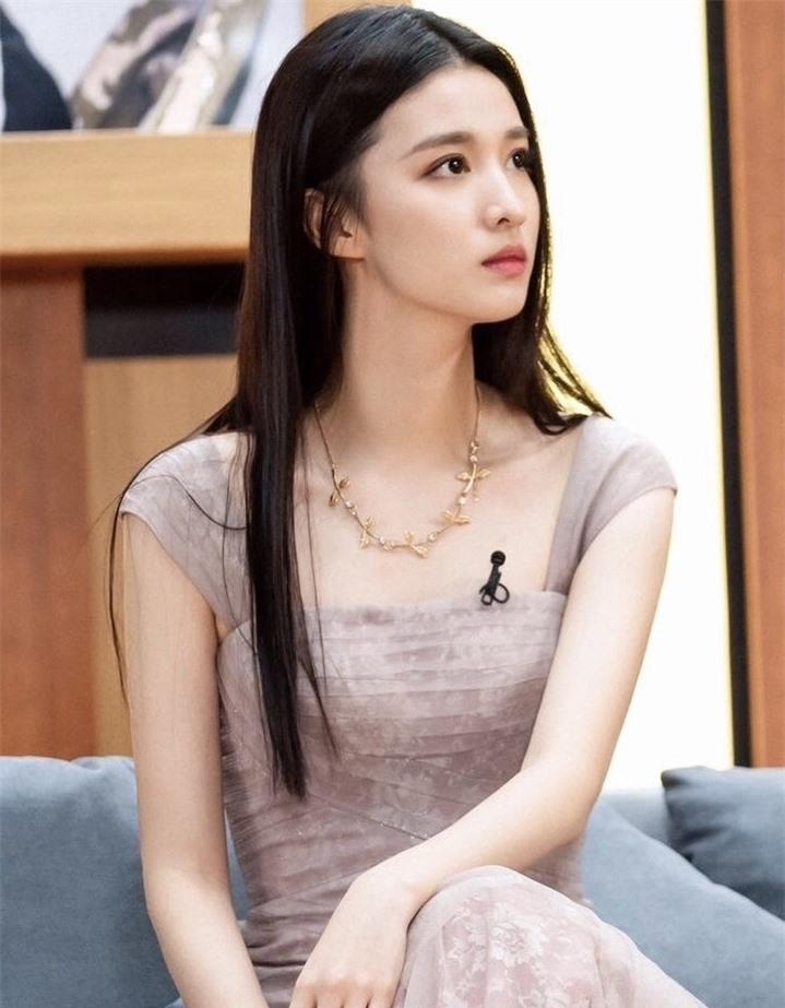 Ngắm nữ diễn viên có nhan sắc, khí chất được so sánh với Lưu Diệc Phi - 16