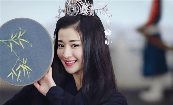 Ngắm nữ diễn viên có nhan sắc, khí chất được so sánh với Lưu Diệc Phi - 4