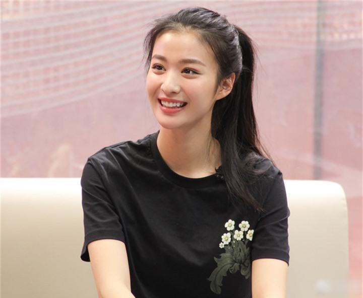 Ngắm nữ diễn viên có nhan sắc, khí chất được so sánh với Lưu Diệc Phi - 6