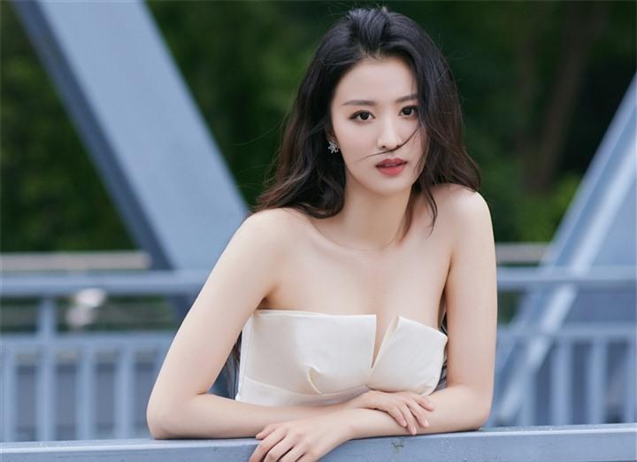 Ngắm nữ diễn viên có nhan sắc, khí chất được so sánh với Lưu Diệc Phi - 8