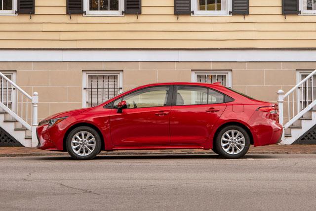 10. Toyota Corolla (doanh số: 62.196 chiếc).