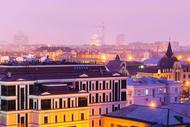 Theo World Atlas, Nga có hai thành phố nằm trên lục địa Á - Âu là Orenburg và Magnitogorsk. Orenburg được thành lập năm 1735 với vai trò là pháo đài quân sự cho Ural Cossacks, đồng thời là trung tâm giao thương quan trọng giữa châu Âu và Trung Á. Magnitogorsk được xây dựng vào năm 1743. Hiện nay, thành phố này trở thành trung tâm công nghiệp với nhiều nhà máy gang thép đặt ở địa phận châu Á, phần địa phận châu Âu là khu dân cư. Ảnh: Collins Dictionary.