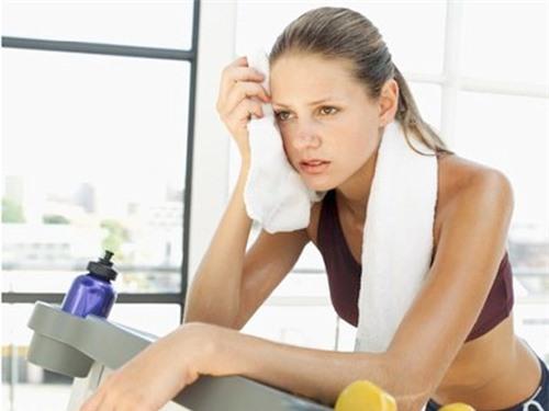 Giảm cân bằng cách tập luyện quá sức cũng có thể ảnh hưởng đến sức khỏe