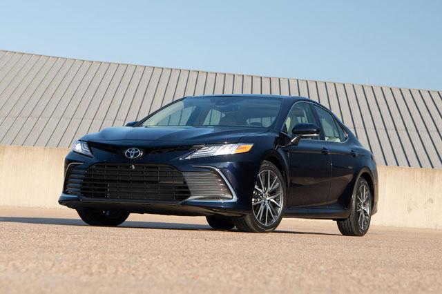 6. Toyota Camry (doanh số: 79.098 chiếc).