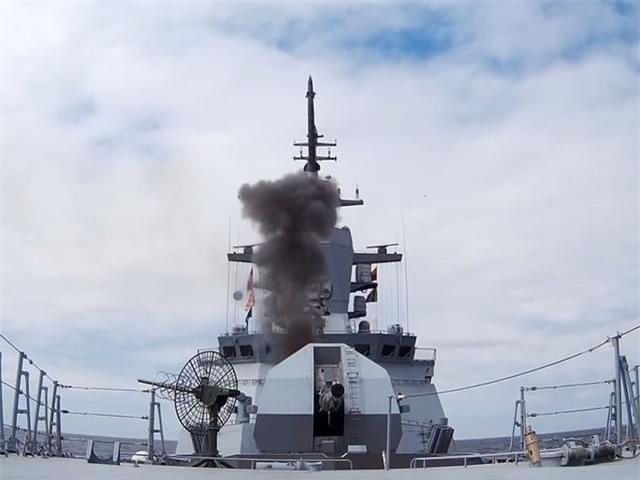 Đại diện của nhà sản xuất Almaz-Antey, ông Sergey Pavlov cho biết, Resource là phiên bản xuất khẩu của tổ hợp Redut trang bị cho chiến hạm thế hệ mới của Nga. Trong đó, tên lửa đánh chặn tầm trung 9M96/9M96E được coi là chìa khóa giúp chiến hạm Nga hay bất kỳ tàu chiến nào được trang bị đều có thể chặn đứng đòn tấn công của mọi tên lửa.