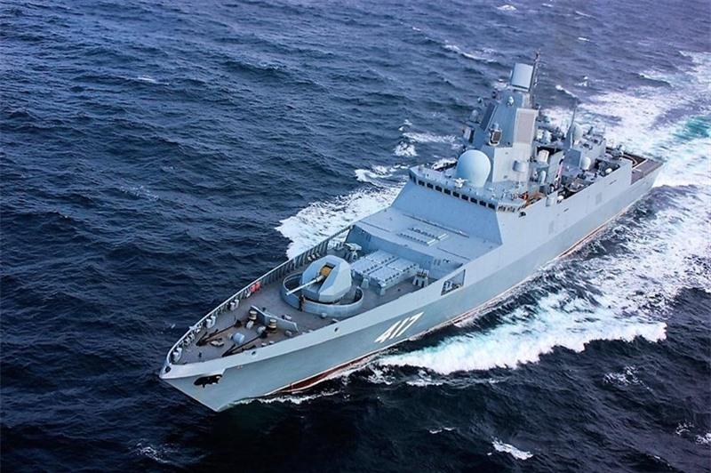 Hệ thống có khả năng theo dõi và tiêu diệt đồng thời 5 mục tiêu. Các chuyên gia của Almaz-Antey cho biết, tên lửa 9M96E sẽ bảo vệ tàu khỏi mọi phương tiện tấn công từ đường không.