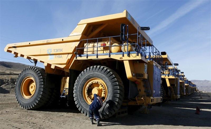 Xe tải chuyên làm nhiệm vụ hỗ trợ công nghiệp khai mỏ lộ thiên thuộc Tổng công ty công nghiệp năng lượng Tuva tại làng Ust-Elegest.