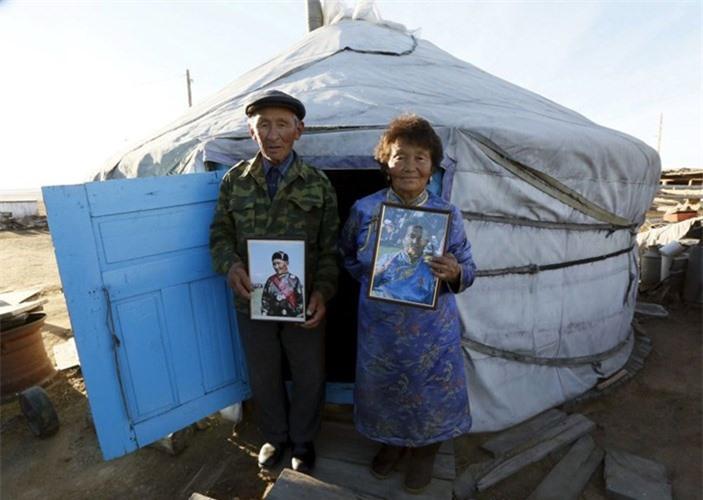 Hai ông bà Sendin Ondar, người dân bản địa chính gốc Tuva.