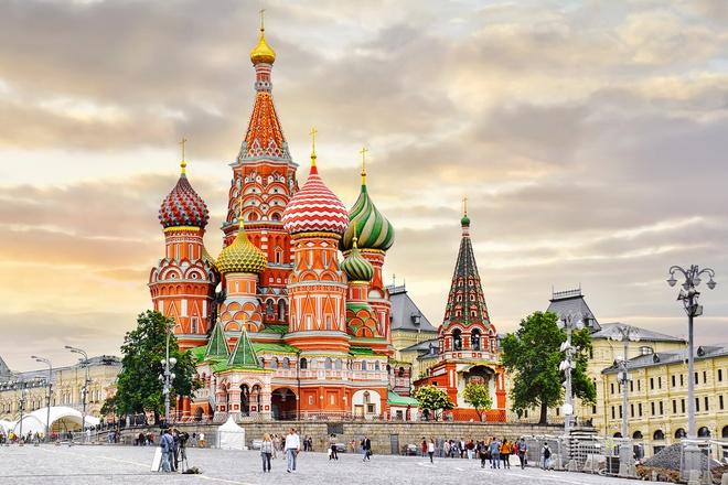 Nga là một trong số ít quốc gia có lãnh thổ trải dài trên hai châu lục. Cụ thể, diện tích của quốc gia này rộng hơn 17,1 triệu km2, 3/4 lãnh thổ nằm ở châu Âu và 1/4 còn lại thuộc châu Á. Nhờ diện tích rộng và trải dài, Nga có đến 11 múi giờ khác nhau và trở thành một trong những quốc gia có nhiều múi giờ nhất thế giới. Ảnh: Association Montessori Internationale.