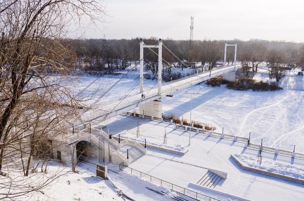 Atyrau, Magnitogorsk và Orenburg có điểm chung là đều nằm trên sông Ural, con sông dài thứ ba châu Âu với chiều dài hơn 2,4 km. Ngoại trừ Magnitogorsk, Atyrau và Orenburg từng được đổi tên. Tên cũ của thành phố Atyrau là Guryev, còn Orenburg từng được gọi là Chkalov. Ảnh: Freepik.
