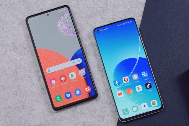 Samsung Galaxy A52s 5G và Oppo Reno6 5G (phải).