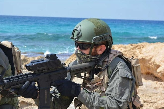Phòng thí nghiệm Chiến đấu của Thủy quân lục chiến Mỹ, thông qua Văn phòng Khả năng Nhanh (MCRCO), đã mua một số hệ thống điều khiển hỏa lực SMASH 2000 từ công ty Smart Shooter của Israel để thử nghiệm và đánh giá.