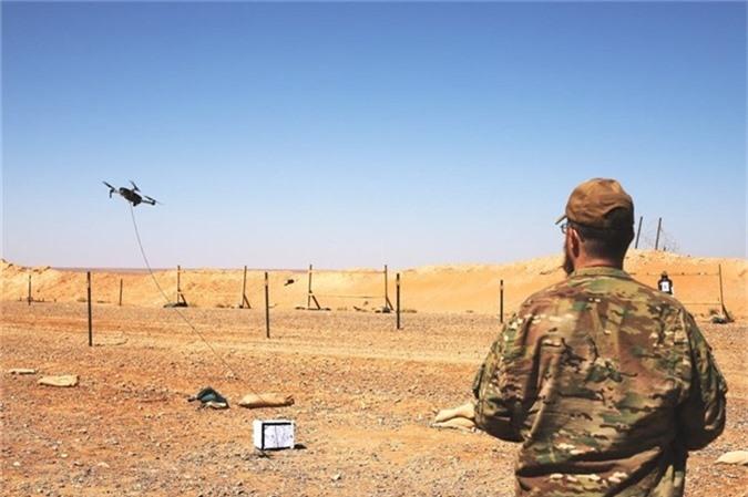 Theo những thông tin được công khai, hệ thống điều khiển hỏa lực cỡ nhỏ có máy tính hỗ trợ SMASH 2000. Bất kể dòng súng nào được tích hợp hệ thống SMASH 2000, tỷ lệ bắn trúng mục tiêu đạt gần 100%. Không chỉ đối phó với mục tiêu mặt đất, SMASH 2000 còn có thể giúp binh sĩ Mỹ kiểm soát và khống chế tốt mục tiêu trên không như những UAV mang vũ khí cỡ nhỏ.