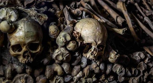 Phát hiện mộ cổ chứa nhiều vàng và đá quý ở Cộng hòa Séc - 1