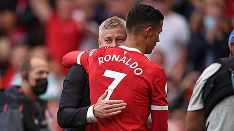 'Solskjaer xứng đáng có thêm cơ hội ở MU nhưng Ronaldo không thể dự bị'