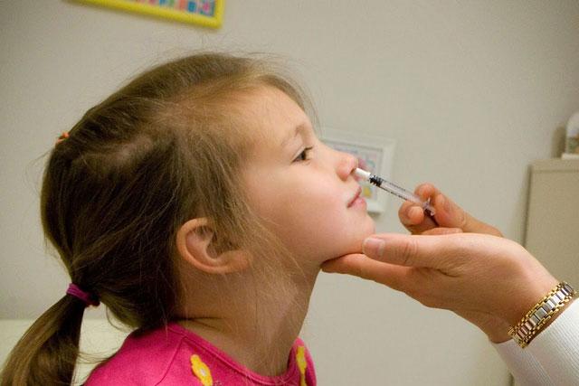 Cách chữa nghẹt mũi khi bé bị cảm cúm ngày mưa lạnh