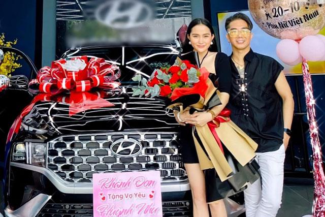 Khánh Đơn tặng vợ xế hộp 1,5 tỷ đồng
