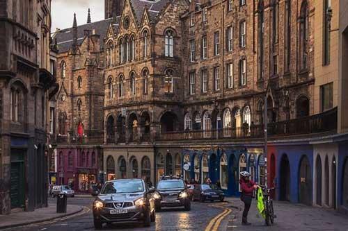 Thành phố 'sinh ra' Harry Potter đẹp ma mị với vẻ cổ kính hệt như thời trung cổ
