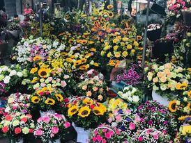 Thừa Thiên Huế: Nhộn nhịp thị trường hoa và quà tặng ngày 20/10
