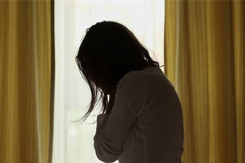 Vừa mới sinh xong, đang nằm trong phòng thì mẹ chồng bước vào và nói một điều khiến tôi chảy nước mắt
