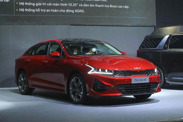 Giá lăn bánh Kia K5 2022 vừa ra mắt ở Việt Nam, đối thủ của Toyota Camry