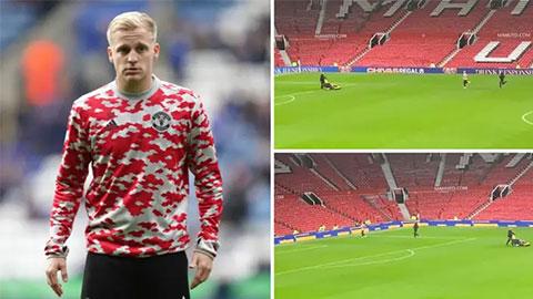 Van de Beek một mình ở lại sân tập luyện sau trận MU thua đậm Liverpool
