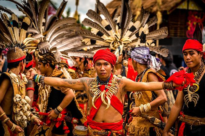 Kinh ngạc ghé thăm bộ tộc giống hệt người Việt cổ ở Indonesia