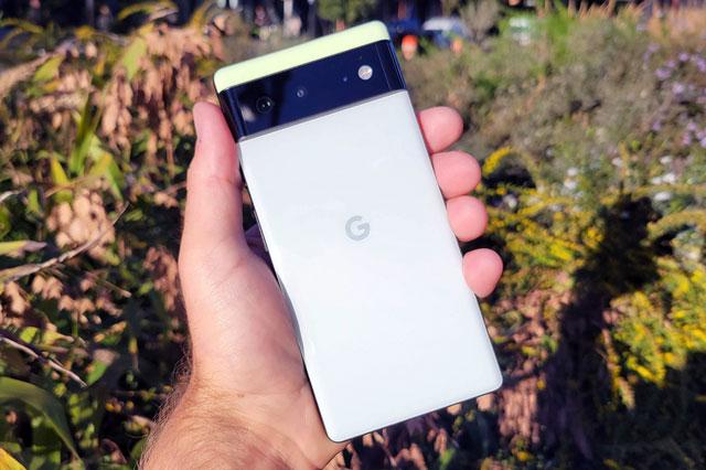 Ảnh chi tiết Google Pixel 6 với khả năng chống nước, màn hình 90Hz, pin 4.614 mAh giá gần 14 triệu